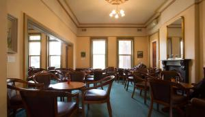 Professors' Walk - Members Front Lounge